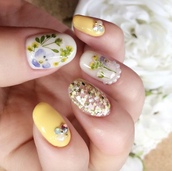 Dried flower nail art you need to try nailstreetz ps we sell some gorgeous micro flowers in our boutique if youd like give this look a go at home prinsesfo Gallery